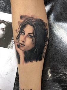 got this crazy Amy Winehouse portrait on my leg ab a week ago
