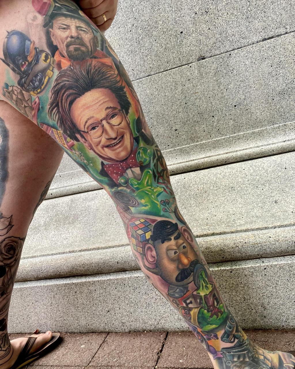 Multi-artist collaborative movie/tv leg sleeve. Check out @alex_hall on Insta for Artists