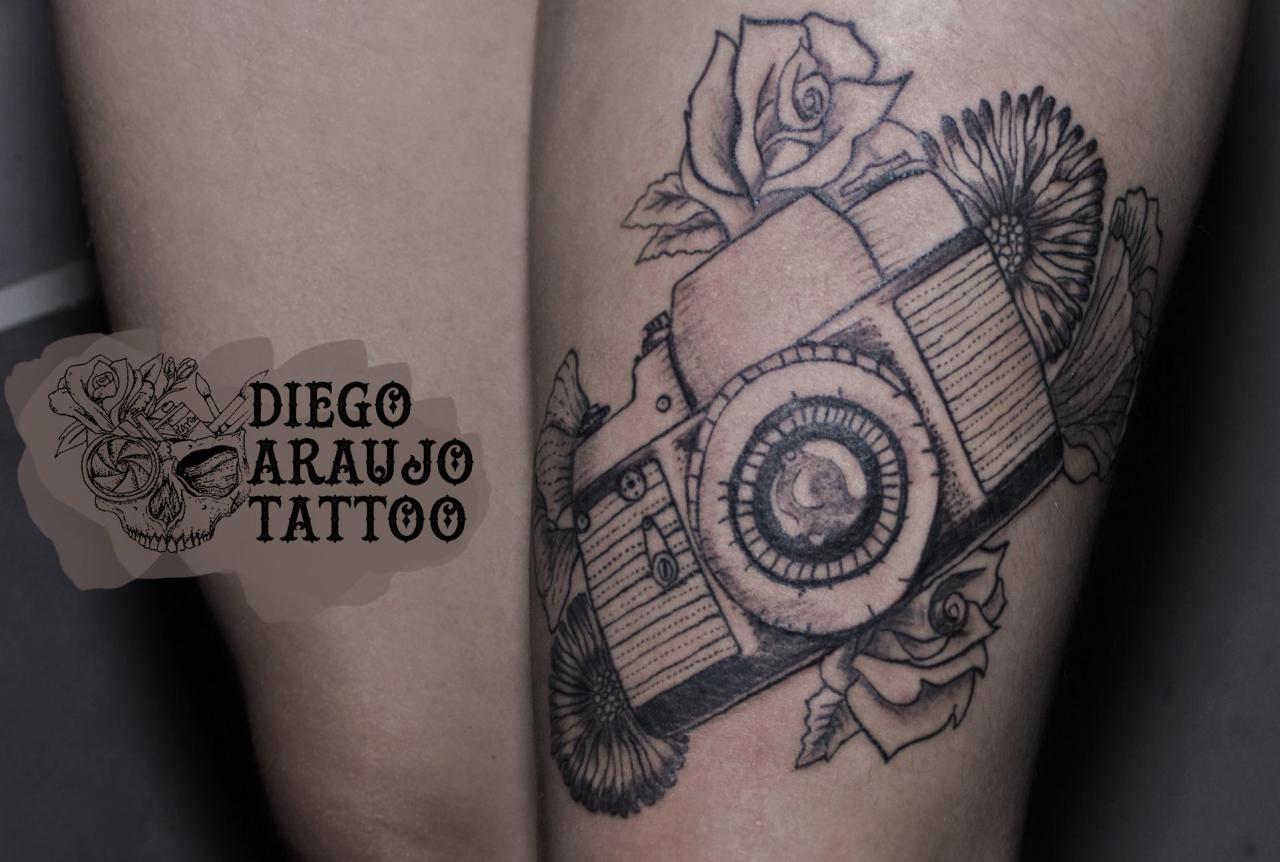 Camera on my leg / by Diego Araujo Tattoo - Brazil / world photography day