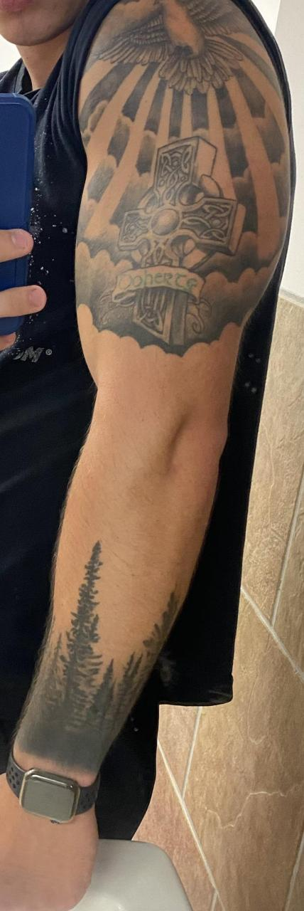 So originally I never wanted a full sleeve. But now I'm wanting to turn this into a full sleeve because I'm not a fan of the big space between them. Any advice helps because I'm having trouble coming up with ideas. Not the best pic but gives you an idea!