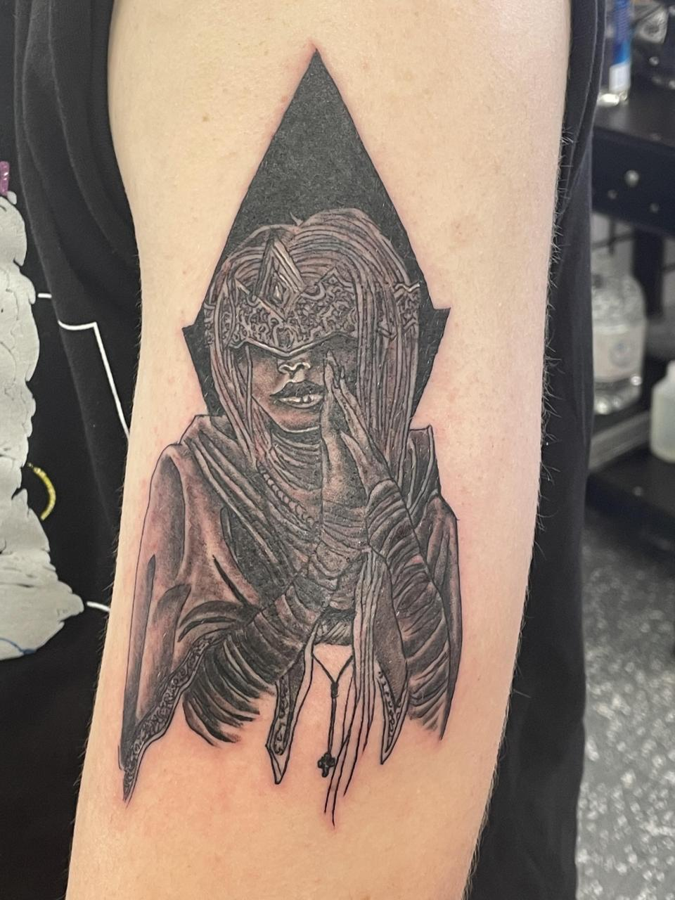 Got this design of the Dark Souls Firekeeper on my arm 30 minutes ago